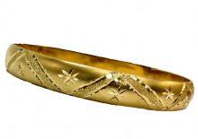 צמיד זהב 14K מרוקאי מקומר בומביי עם תחתית בחריטה אומנותית על רקע מט (2210)